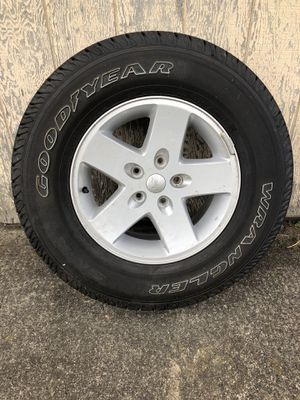2018 Jeep rubicon stock wheels and tires for Sale in Puyallup, WA