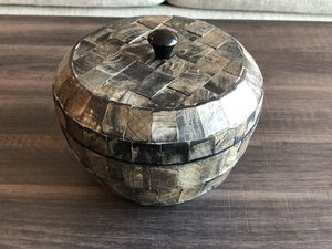 Bowl w lid -home decoration - in Reston VA for Sale in Reston, VA
