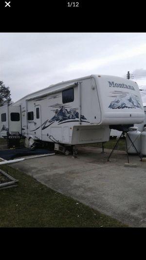 2005 Montana 5th wheel for Sale in Barrington, RI