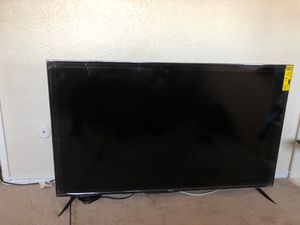 ONN TV 58 inches. Cracked screen. I'm selling it for 50 dollars. Anyone that could fix it that would be great. for Sale in San Diego, CA