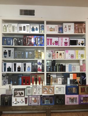 Perfumes de hombre y mujer men's/women's perfumes for Sale in Dallas, TX