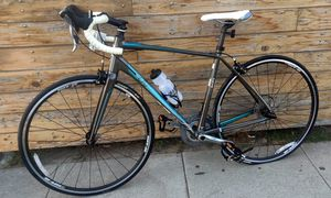 Giant 2015 avail 2 52cm aluminum road bike with 10 speed Shimano tiagra groupset brand new never used for Sale in Paramount, CA