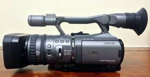 Sony HDR-FX7 CMOS handycam video camera for Sale in Philadelphia, PA