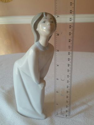 "Delightful Lladro 7"" Figurine of Kissing Girl for Sale in Phoenixville, PA"