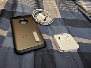 Apple B plus case, lightning plug and usb outlet and the buds. for Sale in Port St. Lucie, FL