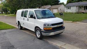 Chevy Express van 2500 for Sale in Flint, MI