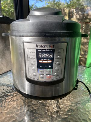 Instant Pot 6qt. Pressure Cooker for Sale in Cedar Park, TX