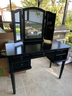 Vanity with mirror for Sale in Kissimmee, FL