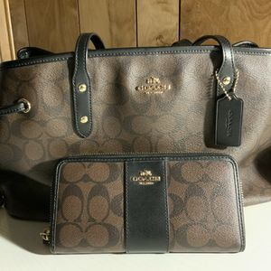 Coach Purse And Wallet for Sale in Wildomar, CA