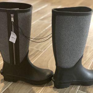 New Rain boots Size 7 for Sale in Oak Lawn, IL