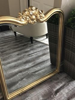 Gorgeous Antique Mirror for Sale in Sterling Heights,  MI