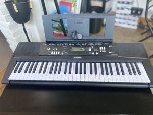Yahmaha Keyboard Piano EZ-220 for Sale in Richmond, VA