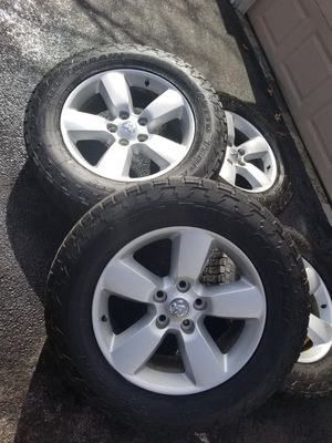 """20"""" dodge ram SLT 1500 stock wheels tires great shape for Sale in Bolingbrook, IL"""