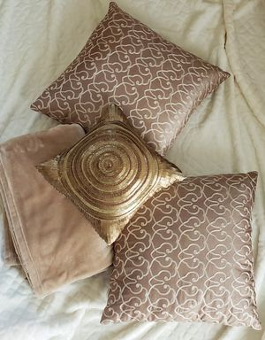 3 Decor pillow and 1 Ralph Lauren throw blanket 50x70inch for Sale in Henderson, NV