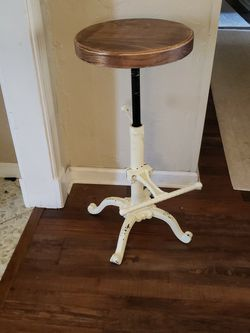 Antique Stool for Sale in Lewisville,  TX