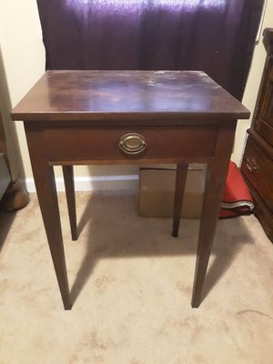 Small desk for Sale in Nashville, TN