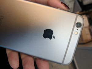 Apple iPhone 6s Unlocked for Sale in Lynnwood, WA
