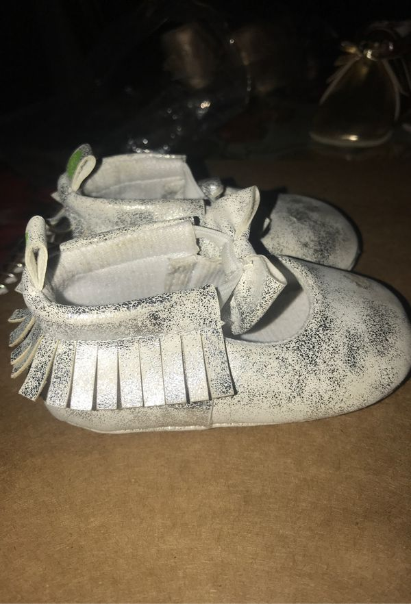 Silver glittery Baby girl shoes sSize (3)6-9 months