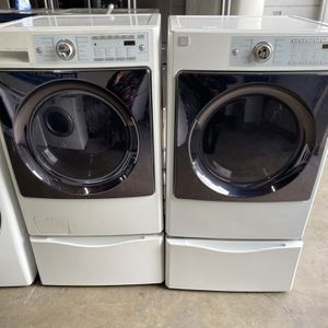 Kenmore Washer And Electric Dryer Set On Pedalstools for Sale in Stockton, CA