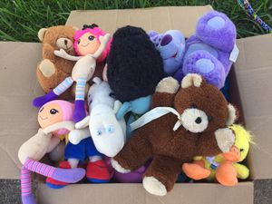 Box of Stuffed Animals/Dolls for Sale in Cypress, TX