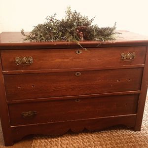 Vintage small dresser for Sale in Tulare, CA