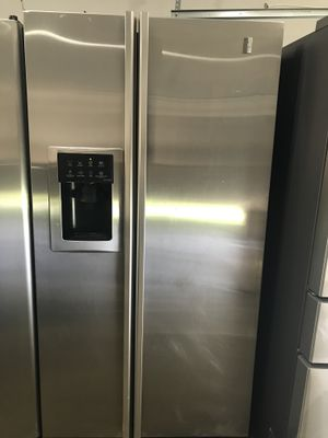 Stainless Steel Ge Refrigerator for Sale in Snellville, GA
