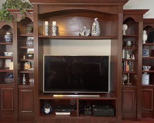 "FREE Custom Built Entertainment Center - up to 65"" Tv for Sale in Wildwood,  FL"