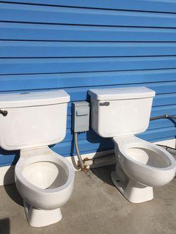Se Vende Estos Dos Baños Están En Buenas Condiciones for Sale in Toppenish,  WA