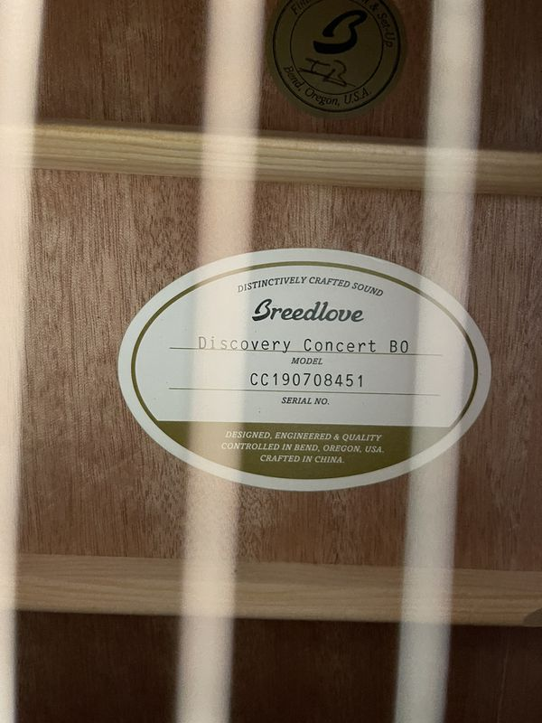 Breedlove Discovery Concert Sitka Spruce-Mahogany Acoustic Guitar Bourbon Burst