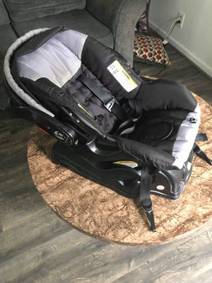 Infant car seat for Sale in Toledo, OH