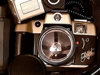 Vintage Big Royal View 35mm Camera for Sale in Crosby,  TX