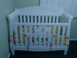 White crib (wood) for Sale in Gilbert, AZ