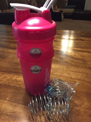 Blender bottle with extra base and shakers for Sale in Simpsonville, SC