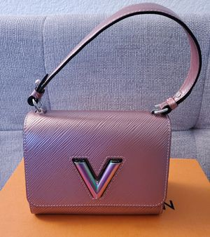 Louis Vuitton Twist PM Rose Gold Scarabeo for Sale in San Diego, CA