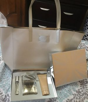 Michael Kors Set and glamorous tote. for Sale in Wheaton, MD