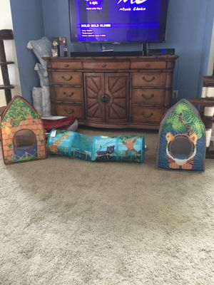 Kitty Tunnel and 2 Playhouses for Sale in Tampa, FL
