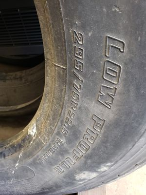 Quality of good use semi truck tires for Sale in Bedford Park, IL
