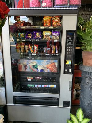 Vending machine snacks and drinks for Sale in Los Angeles, CA