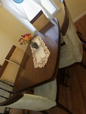 Beautiful Dining table with 6 chairs, Like Brand New! for Sale in Miami, FL