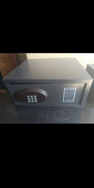 Safe-deposit box. 18x16x18. Digit code. for Sale in Orlando, FL
