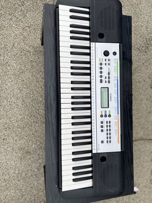 Yamaha YPT255 61-Key Portable Keyboard Black for Sale in Bloomington, IL
