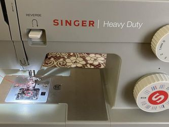 Singer Heavy Duty 4452 w/LOTS of Accessories for Sale in Aurora,  CO
