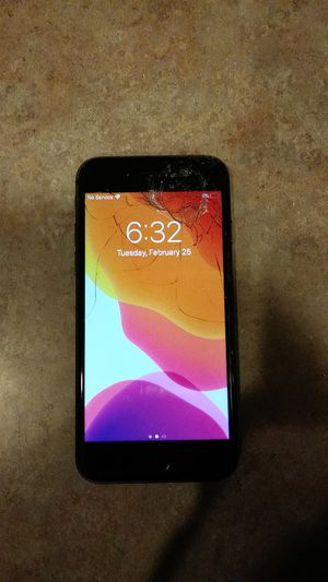 Cracked Iphone 8 for Sale in Granite Falls, WA