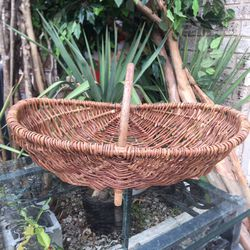 Oval Footed Basket for Sale in Mesquite,  TX