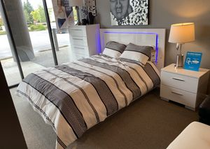 Queen futuristic bed set. Make payments with no credit! for Sale in Tukwila, WA