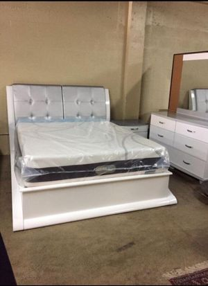 Queen Size Bed with Dresser, Mirror, and Nightstand. $53 Down. financing available. 786📞322📞6411 for Sale in Miami Lakes, FL