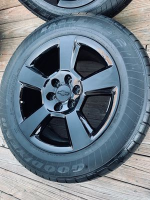 20 inch factory black oem wheels with tires (hablo español) for Sale in Elgin, IL