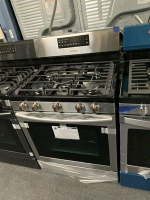 SAMSUNG NEW SCRATCH AND DENT STAINLESS STEEL GAS STOVE WITH CONVECTION OVEN for Sale in Milford Mill, MD