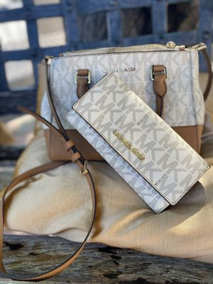 Mk Michael Kors cross body purse hand bag for Sale in Las Vegas, NV