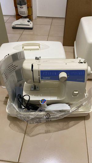 Sewing machine for Sale in Miami, FL